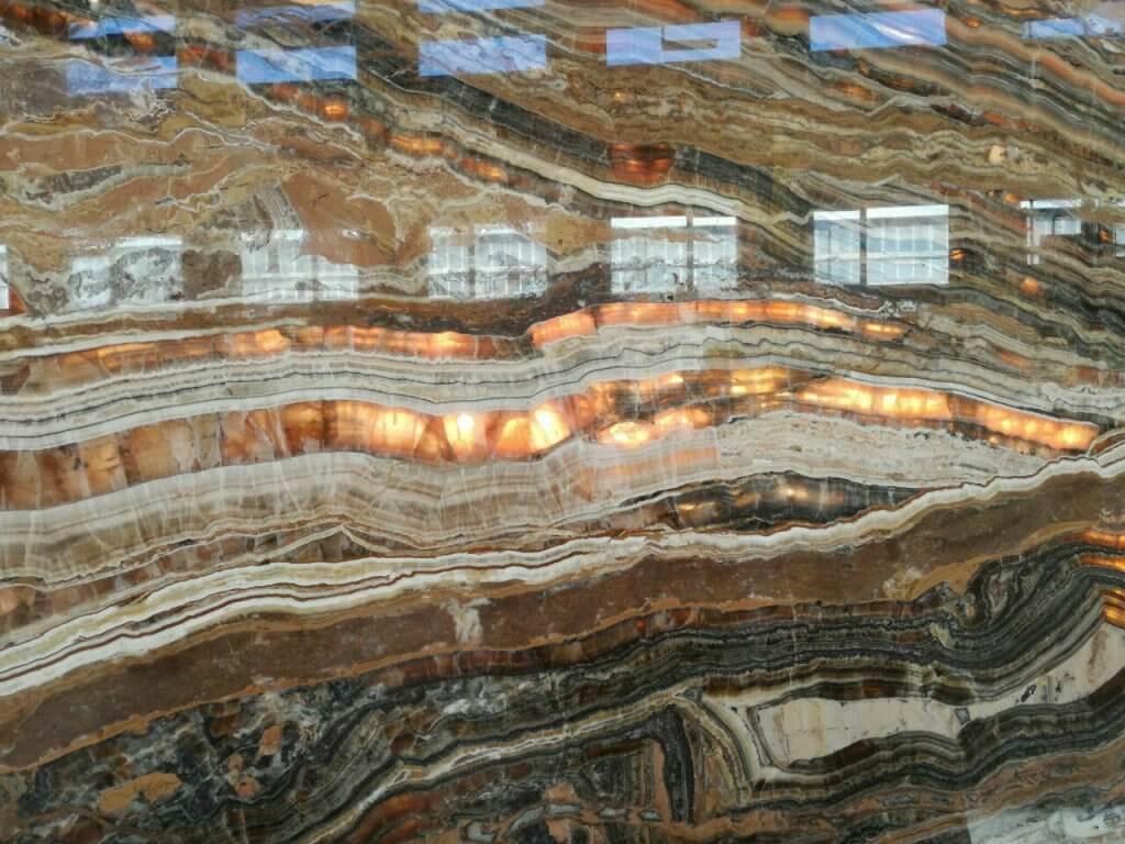 سنگ تراونیکس و کاربردهای آن